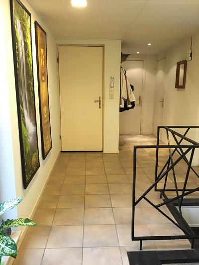 de gang en de trap naar massage kamer